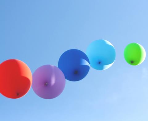 願いをこめて青空高く『バルーン・リリース』